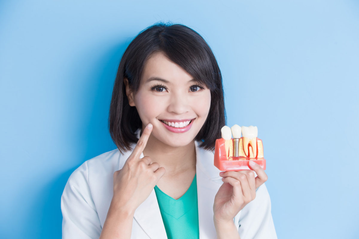 Dental Implants vs Dentures: Which is Right for You?